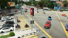 Vista escénica del tráfico en centro de ciudad de Kuala Lumpur por la mañana metrajes