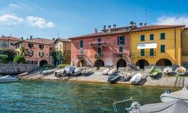 Vista escénica en Mandello del Lario, pueblo pintoresco en el lago Como, Lombardía, Italia fotos de archivo libres de regalías