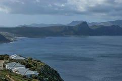 Vista escénica a la bahía y a la península falsas del cabo de la colina de Cabo de Buena Esperanza Fotos de archivo