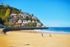 Vista esc?nica de la playa del Concha del La en San Sebastian, Espa?a foto de archivo libre de regalías
