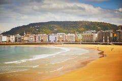Vista esc?nica de la playa del Concha del La en San Sebastian, Espa?a fotos de archivo libres de regalías