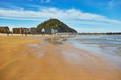 Vista esc?nica de la playa de Zurriola en San Sebastian, Espa?a fotografía de archivo