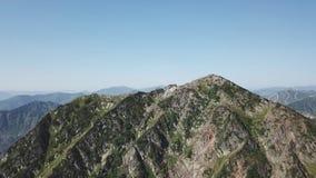 Vista esc?nica del paisaje hermoso en las monta?as de Siderian, naturaleza hermosa del lago Baikal Vuelos a?reos del abej?n metrajes