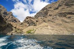 Vista escénica de los acantilados famosos Los Gigantes, en Tenerife, islas Canarias, España