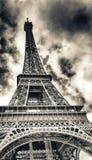Vista espectacular de la estructura de Eiffel del viaje en una d soleada hermosa fotos de archivo libres de regalías