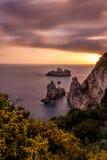 Vista espectacular de la puesta del sol en Palaiokastritsa Corfú Grecia Exposición larga Fotografía de archivo libre de regalías