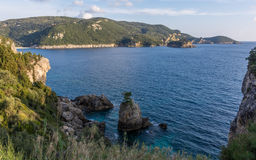 Vista espectacular de una bahía en Palaiokastritsa Corfú Grecia Fotos de archivo libres de regalías