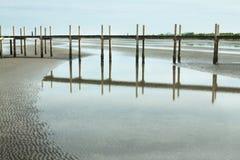 Vista esplosa della spiaggia della Cambogia e del ponte di legno Fotografia Stock Libera da Diritti