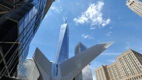 Vista estación de la nueva TRAYECTORIA de Freedom Tower y del World Trade Center almacen de video