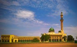 Vista esteriore alla grande moschea di Niamey a Niamey, Niger fotografia stock
