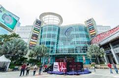 Vista esteriore del centro commerciale della curva che è situato in Mutiara Damansara La gente può l'esplorazione veduta e comper fotografia stock libera da diritti