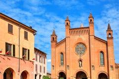 Vista esteriore della cattedrale di San Lorenzo in alba, Italia. Fotografie Stock