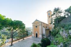 Vista esteriore della chiesa storica della nostra signora del presupposto di Eze fotografia stock libera da diritti