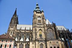 Vista esteriore della facciata della cattedrale della st Vitus nel castello di Praga Immagini Stock