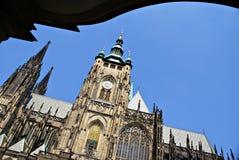 Vista esteriore della facciata della cattedrale della st Vitus nel castello di Praga Immagine Stock Libera da Diritti