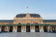 Vista esteriore della stazione ferroviaria di Gare De Nice Ville fotografie stock libere da diritti