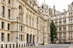 Vista esteriore di vecchio edificio per uffici di guerra a Londra Fotografia Stock Libera da Diritti