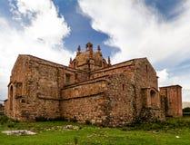 Vista esteriore a Iglesia de Santa Isabel de Pucara, Puno, Per? fotografia stock libera da diritti