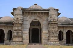 Vista esterna della moschea di Nagina Masjid, sviluppata con la pietra bianca pura Unesco parco archeologico protetto di Pavagadh immagine stock libera da diritti
