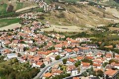 Vista excitante ao redor dos montes de São Marino fotos de stock