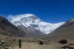 Vista excitante da cara norte da montanha de Everest, Tibet imagens de stock