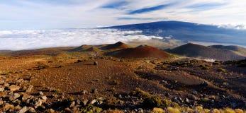 Vista excitante do vulcão de Mauna Loa na ilha grande de Havaí fotos de stock