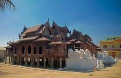 Vista exterior ao monast?rio de Shwe Yan Pyay, shwe do nyaung, Myanmar imagem de stock