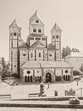 Vista exterior de la abadía Maria Laach en la región de Eifel, Alemania, en monocromo Imagen de archivo