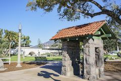 Vista exterior de la biblioteca de Monrovia Foto de archivo