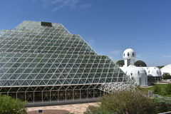 Vista exterior de la biosfera 2 foto de archivo
