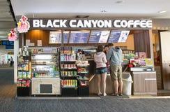 Vista exterior de la cafetería negra del barranco Imágenes de archivo libres de regalías
