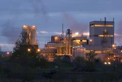 Vista exterior del edificio industrial y de la planta Foto de archivo