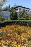 Vista exterior del monasterio de Rozhen de la natividad de la madre de dios, Bulgaria fotos de archivo