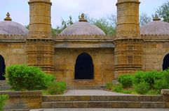Vista externa del masjid del ki de Sahar La UNESCO protegió el parque arqueológico de Champaner - de Pavagadh, Gujarat, la India Imagen de archivo