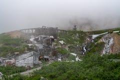 Vista extremadamente de niebla de la mina de la independencia en Palmer Alaska a lo largo del paso de Hatcher fotografía de archivo libre de regalías