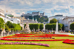 Vista famosa del giardino di Mirabell a Salisburgo, Austria Fotografia Stock