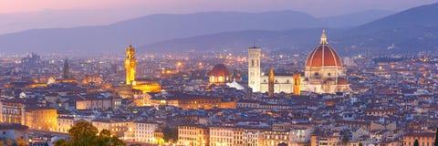 Vista famosa di Firenze alla notte, Italia immagini stock libere da diritti