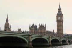 Vista famosa e bonita ao pôr do sol em Big Ben e em Westminster Fotografia de Stock Royalty Free