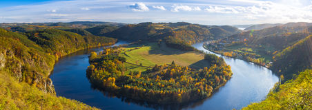 Vista famosa no rio de Vltava, República Checa imagem de stock royalty free