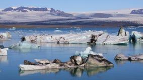 Vista fantástica del lago glacial Jokulsarlon, Islandia almacen de metraje de vídeo