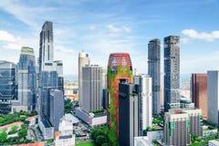 Vista fantástica dos arranha-céus em Singapura Arquitetura da cidade do ver?o imagens de stock royalty free