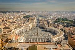 Vista fora do St Peter sobre Roma Imagem de Stock