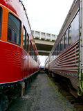Vista fra due treni ad un museo della ferrovia fotografia stock