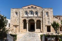 Vista frontal da igreja de Panagia Ekatontapiliani em Parikia, ilha de Paros, Grécia imagem de stock royalty free