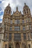 Vista frontal de casas del parlamento, palacio de Westminster, Londres, Inglaterra foto de archivo libre de regalías