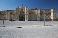 Vista frontal de la caravanseray en Sultan Han foto de archivo