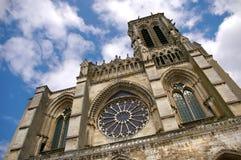 Vista frontal de la catedral de Soissons Imagen de archivo libre de regalías