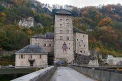 Vista frontal de la fortaleza del St Maurice History, Suiza imagenes de archivo