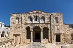 Vista frontal de la iglesia de Panagia Ekatontapiliani en Parikia, isla de Paros, Grecia fotos de archivo libres de regalías