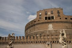 Vista frontal del ` Ángel de Castel Sant en Roma, Italia imagen de archivo